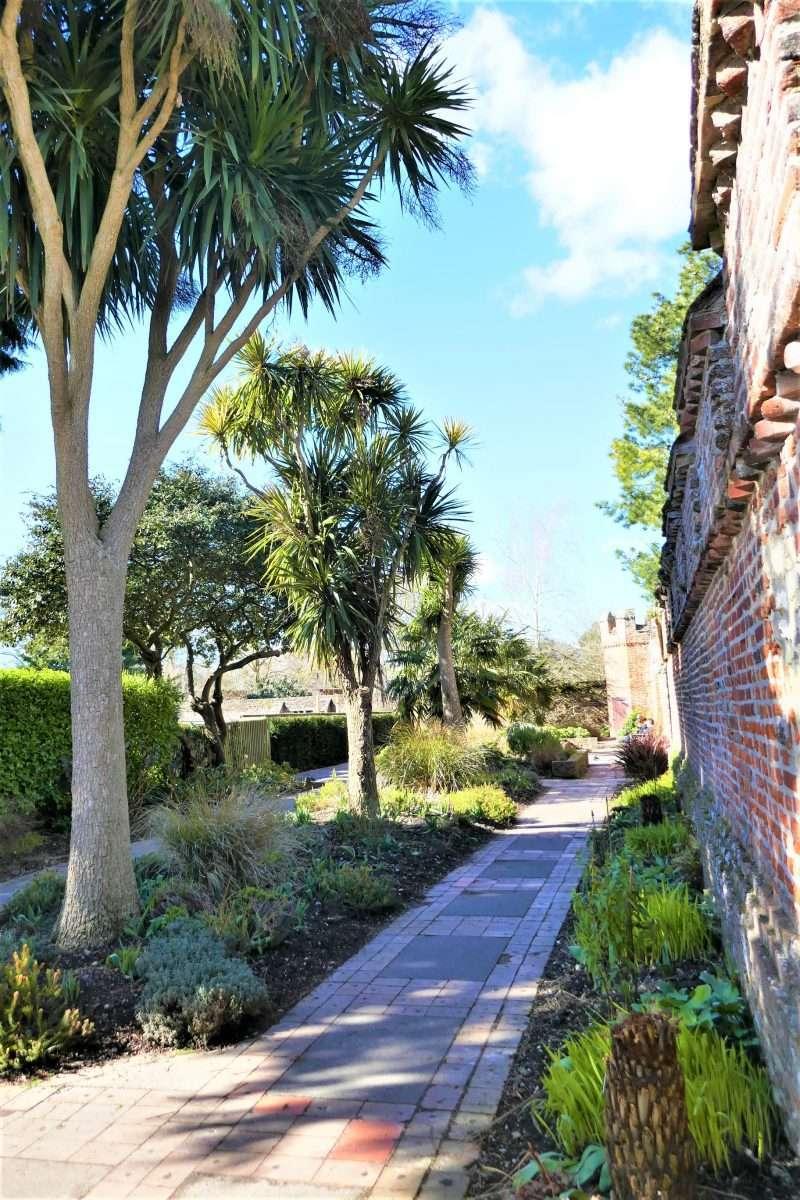 Chichester Bishop's Gardens - Lucy Williams Global